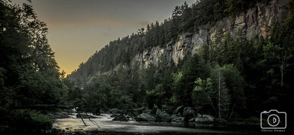 Sunset view of the Lac Long cliff  photo : Olivier Dumas